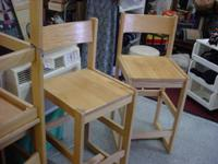 Set of 6 oak bar stools with low backs and light