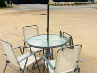 Gorgeous outdoor patio area set consists of 4 foldable