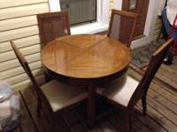 6 Piece  oak dinning set. Round dinning table with 4