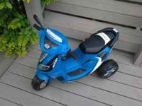 6 VOLT BLUE THREE WHEEL SCOOTER,WITH FORWARD AND