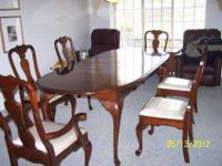 Beautiful Dining room set. Comes with 6 chairs (plastic