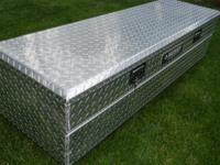 This aluminum diamond plate deep truck bed chest is