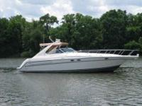 1997 Maxum 4100SCR This roomy cabin cruiser is complete