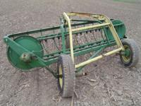 John Deere 640 hay rake. Good condition and ready to