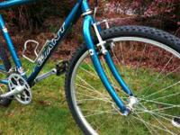 GIANT Mountain Bike Bicycle. 21-Speed with all Shimano