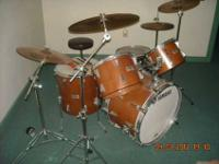 "This is a nice Yamaha drum kit. it has 2 18""Crash"