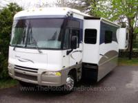 Model 38J with 3 slide-outs. Great Layout ! built on a