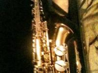 Features Yamaha YAS23 Alto Saxophone Lacquer Body -