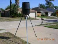 6 FOOT TALL DEER FEEDER AUTOMATIC WITH RECHARGABLE