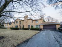 Lincolnwood towers rare find! Stone / brick 2 - story,