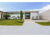 Newly built contemporary estate home located in the