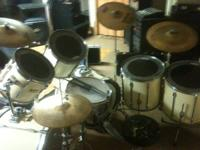 7 piece Pearl Export drum set w/cases. Set of CAD drum