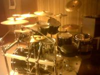 I am selling my 7 Piece 1987 Pearl export series drums