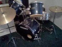 hello i have a nice, like new, peavey drum set blue in