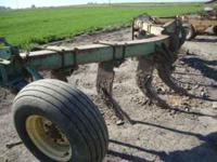 John Deere 7 shank ripper. great condition, $3,200syss