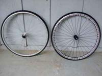 Front wheel with straight rigid spokes and checkered