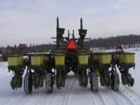 7200 12R30 corn planter, vacuum, dry fertilizer, single