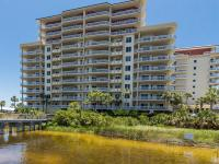 Beach living and boating on the Destin Harbor are