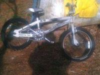 This bike is like new it looks new its a mongoose JO