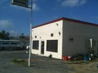 Commerical Building for lease. Great location for