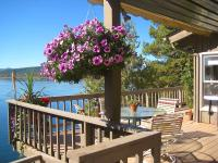 Classic 3 bedroom 2 bathroom Whitefish Lake cabin
