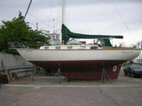 1982 CAPE DORY 36 (Carl Alberg Design) Rarely seen in