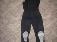 2 piece 7mm wetsuit in very good condition. Brand name-