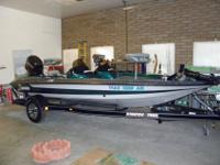 1995 18' Stratos D/C Bass boat , barely used, Excellent