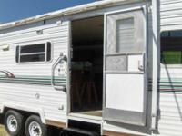 2004 LAYTON BY SKYLINE 29ft. Bumper Pull Travel Trailer
