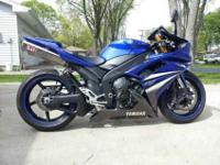 2007 Yamaha R1. 7500 miles. Great looking blue paint.