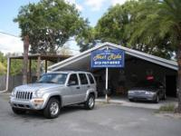 1 OWNER 2004 JEEP LIBERTY LIMITED 4X4 WITH SUNROOF,