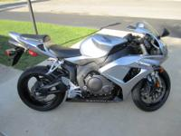 2007 HONDA CBR1000rr...LOW MILES (ONLY 2774 MILES!!)
