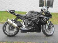 2011 SUZUKI GSX-R750, Two-tone Black / Silver,