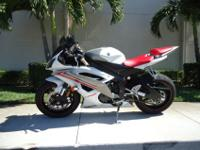 This is a gorgeous 2009 Yamaha R6 with only 3044 miles