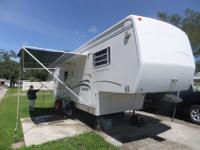 1999 Signature 33 foot 5th wheelWill move and set up to