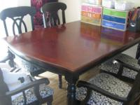 Really lovely Dining table and chairs. Table has a