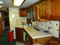 Winnebago Ultimate Advantage 2002 This is a beautiful