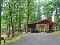 THE HARMISONS COTTAGE INN THE WOODS Has one bedroom, a