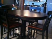 **Table + 4 Chairs - This is a great 'High Top / Bar