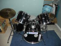 This is a 1980's Slingerland 8pc. Drum Set. Only one