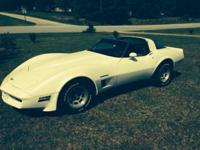 82 Corvette with T-tops 8 cyl Splitfire automatic