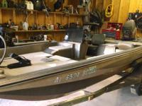 for sale is a 1985 fiberglass glasstream 1550 bass