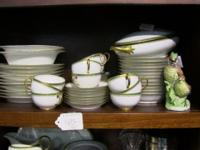 Complete chinaware dinner service at an excellent