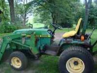 855 John Deere Tractor 4WD, Hydro, w/John Deere 70A