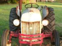 1952 tractor with good sheet metal, good motor & lift,