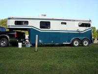Super clean Jackson 2 horse Gooseneck Trailer in Very