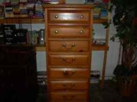 9 Piece Pine Bedroom Set consists of: Twin bed with