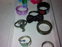 Includes 2 mood rings and 2 toe rings. In good