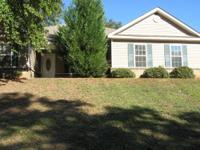 Located in a quiet neighborhood! 3/2 brick/siding home