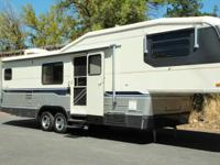 1992 Avion 32' 5th Wheel. Great Condition.  Rear